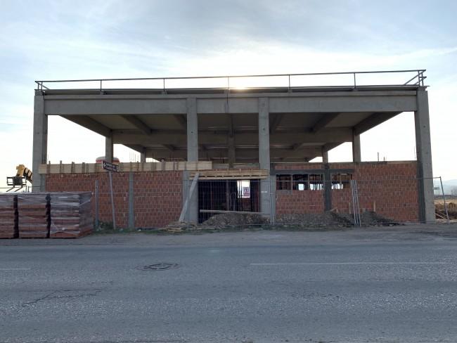 Општина Рача улаже милионе у нову фабрику иако ни претходну није завршила