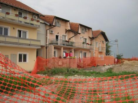 Зграде у Земуну изграђене на траси магистрале